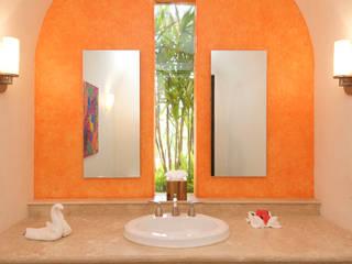 BR ARQUITECTOS Tropical style bathroom