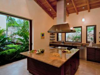 Tropische keukens van BR ARQUITECTOS Tropisch