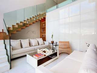 Modern living room by Maina Harboe Arquitetura Modern
