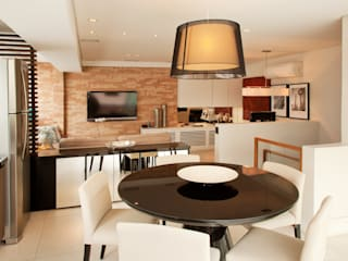Dining room by TRIARQ STUDIO DE ARQUITETURA E INTERIORES LTDA, Modern