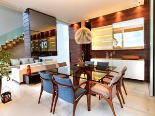 Casa Alphaville | Cond. das Árvores: Salas de jantar  por Maina Harboe Arquitetura,Moderno