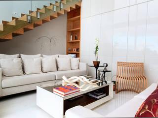 Salones modernos de Maina Harboe Arquitetura Moderno