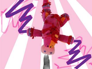 Circus cuddles Rock, Cilla's and Oscar like stunt flying! par allesPiek Moderne
