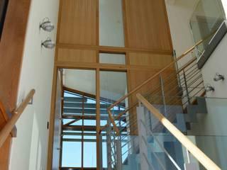 villa te Nootdorp Moderne gangen, hallen & trappenhuizen van TIEN+ architecten Modern