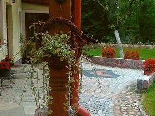 Ogród w cieniu starych dębów od Garden Ekspert Studio Architektury Krajobrazu