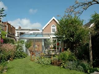現代房屋設計點子、靈感 & 圖片 根據 TIEN+ architecten 現代風