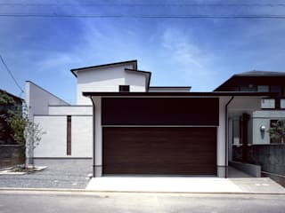 新宮苑の家 House In shinguen: 飯塚建築工房が手掛けた家です。