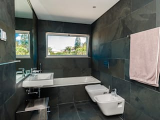 Bathroom by shfa, Modern