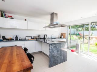 Renovação moradia em Birre III | Cascais: Cozinhas  por shfa,Moderno