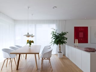 Scandinavian style dining room by KitzlingerHaus GmbH & Co. KG Scandinavian