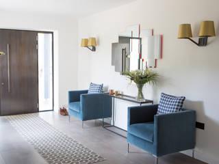 Private Residence, Surrey الممر الحديث، المدخل و الدرج من Nice Brew Interior Design حداثي
