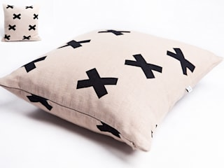 poduszka lniana beige cross od Leżę i Pachnę Skandynawski
