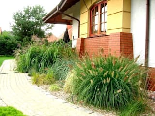Ogród wśród sosen od Garden Ekspert Studio Architektury Krajobrazu Minimalistyczny