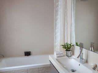 Rue Saint Denis: Salle de bain de style de style Moderne par Agence sébastien Markoc