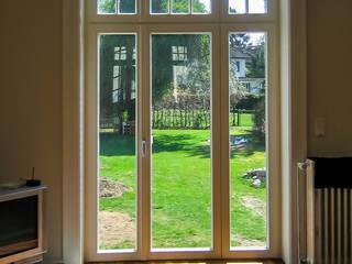 Die neuen Holzfenster - im Stil den alten Fenstern nachempfunden:   von architektur. malsch - Planungsbüro für Neubau, Sanierung und Energieberatung