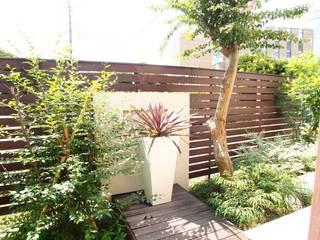 モダンリゾート感のあるリビングテラスガーデン: 株式会社Garden TIMEが手掛けた庭です。,