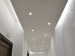 MoLo house: Ingresso & Corridoio in stile  di Salvatore Nigrelli Architetto