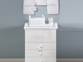 'Miro' White changing table with drawers by Picci por My Italian Living Moderno Madeira Acabamento em madeira