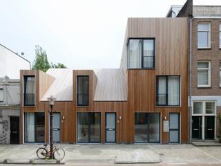 Voorgevel in straat:  Huizen door m3h architecten