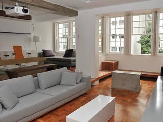 Salon de style  par Lote 21 Arquitetura e Interiores, Éclectique