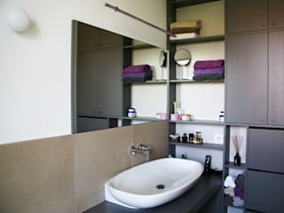 Baños de estilo moderno por Sergio Virdis architetto