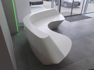 Meble nietypowe - lada i siedzisko od Luxum Nowoczesny