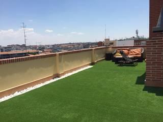 hierba artificial terrazas: Terrazas de estilo  de Allgrass Solutions