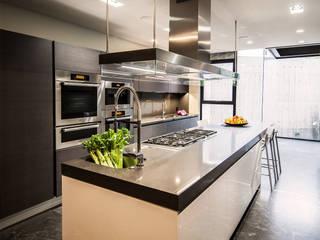 Casa Basaltica: Cocinas de estilo  por grupoarquitectura
