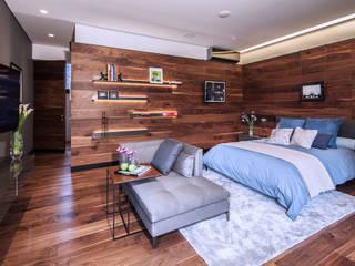 Phòng ngủ phong cách tối giản bởi grupoarquitectura Tối giản