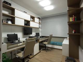 HOME OFFICE 01: Escritórios  por Pura!Arquitetura,Moderno