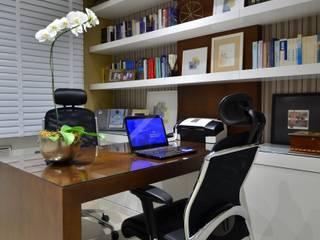Estudios y despachos modernos de Stúdio Márcio Verza Moderno