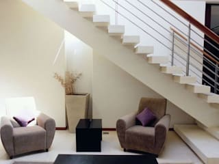Pasillos, vestíbulos y escaleras modernos de Barcelona Pintores.es Moderno
