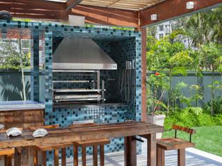 Terrazza in stile  di Estúdio Barino | Interiores