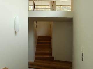 円山西町の家 オリジナルスタイルの 玄関&廊下&階段 の キタウラ設計室 オリジナル