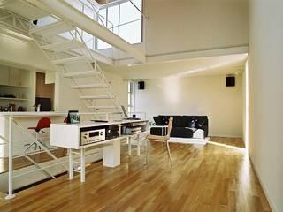 シンプル住宅: 桑原建築設計室が手掛けたリビングです。,