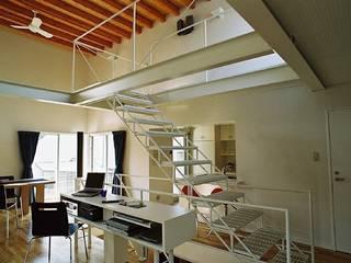 シンプル住宅 モダンスタイルの 玄関&廊下&階段 の 桑原建築設計室 モダン