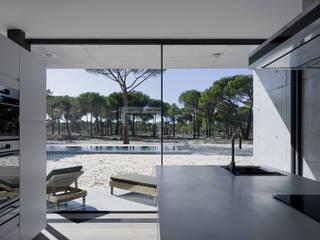 Modern kitchen by RRJ Arquitectos Modern