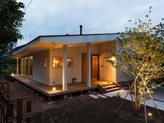 エヌ スケッチ Casas de estilo moderno