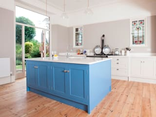 victorian classic with colour Chalkhouse Interiors Classic style kitchen