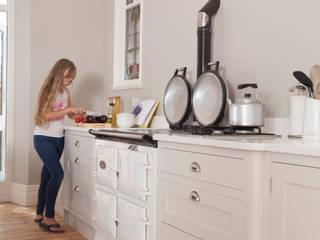 victorian classic with colour Chalkhouse Interiors Cocinas de estilo clásico