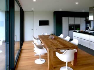 Wohnhaus Solingen: moderne Esszimmer von Bahl Architekten BDA