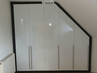 Angled top wardrobe  : modern  by Capital Bedrooms, Modern