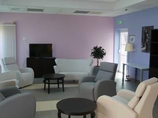 Création du Pôle d'Activité et de Soins Adaptés de la maison de retraite « Villa Rédiciano »: Hôpitaux de style  par AGENCE D'ARCHITECTURE BRAYER-HUGON