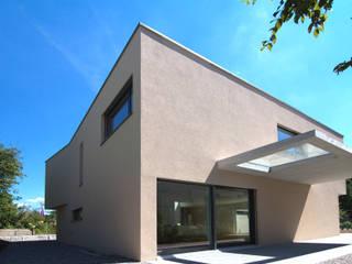 Дома в стиле модерн от B & M Architekten GmbH Модерн