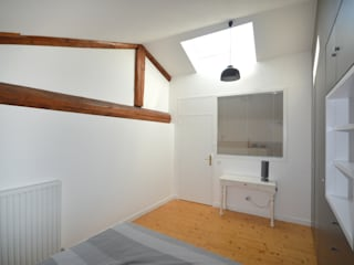 Rénovation d'un ancien corps de ferme : Chambre de style  par Nicolas Mercier Architecte d'interieur