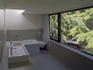 Minimalist Banyo Helm Westhaus Architekten Minimalist