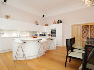 Kitchen by NSI DESIGN LTD Сучасний