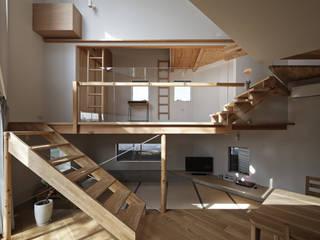 畳リビングとその上の子供スペースを正面から見る オリジナルデザインの ダイニング の 宮武淳夫建築+アルファ設計 オリジナル