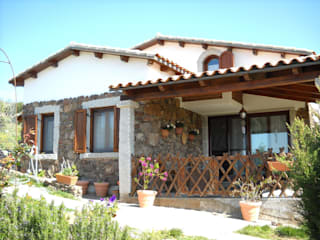 Casas de estilo rústico de SOGEDI costruzioni Rústico