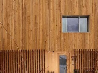 Vollholzhaus in Schüpfheim: moderne Häuser von UNIT Architekten